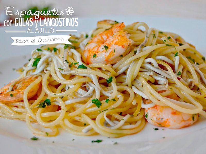 espaguetis con gulas y langostinos al ajillo