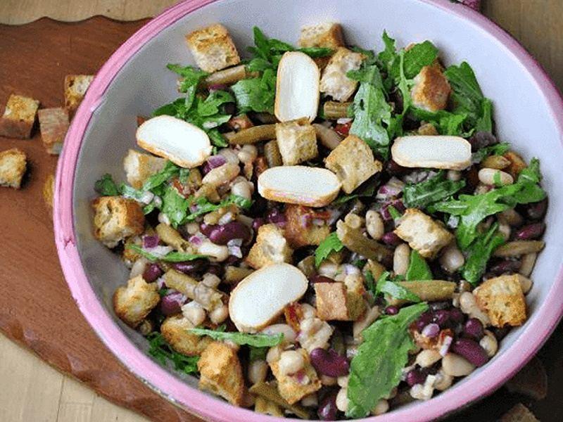 Ensalada de Frijoles, Alubias blancas, Judías verdes, Croutons y Queso