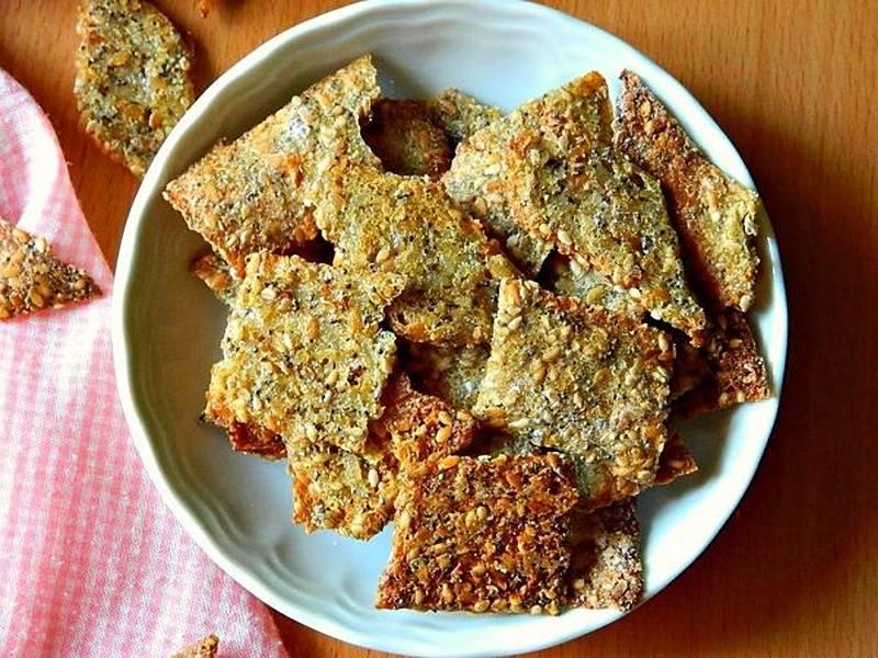 Nachos o galletas saladas de quinoa, arroz y semillas de lino