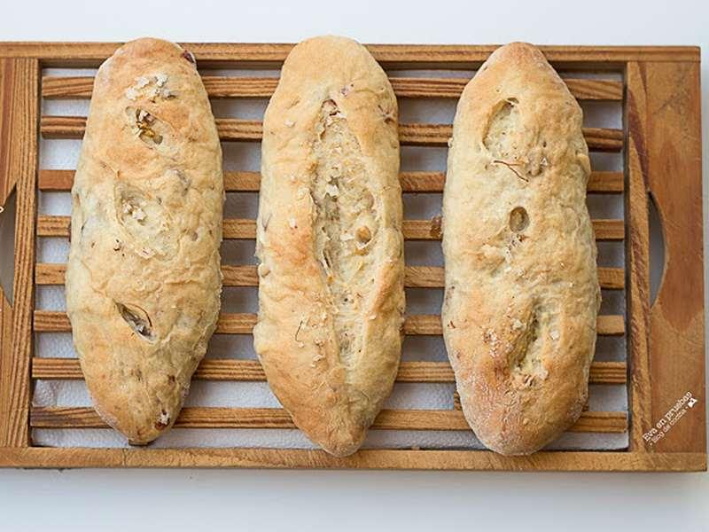 Pan de yogur griego y dátiles