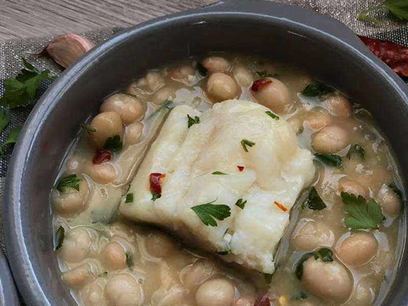 Alubias en salsa verde con bacalao